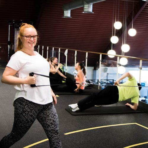 Kvinna i ett gym